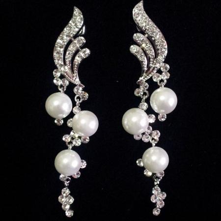stylish-pearl-earrings-for-girls