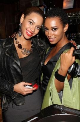 Most Stylish Fashionista Sisters