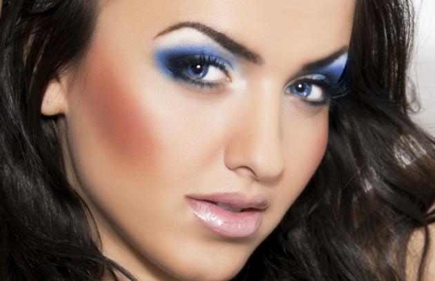 Holiday Makeup – Blue Smokey Eyes Tutorial
