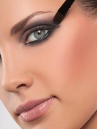 6 Simple Makeup Artist Tips