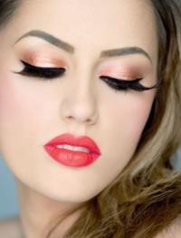 How to Wear False Eyelashes
