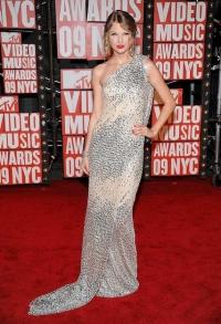 Taylor Swift's Makeup at the MTV Music Awards