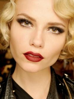 Sexy Vampire Makeup for Halloween