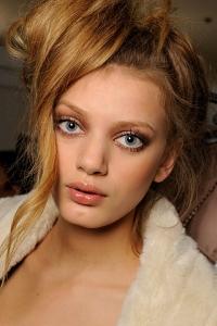 How to Highlight Cheekbones