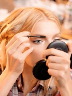 Ways to Lighten Your Eyebrows