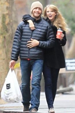 Taylor Swift and Jake Gyllenhaal Split