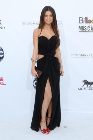 Selena Gomez Blames Junk Food for Health Issues