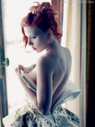 Scarlett Johansson Talks Leaked Photos and Divorce with Vanity Fair