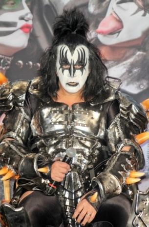 KISS Frontman Gene Simmons Labels Rihanna as 'Fake Karaoke'