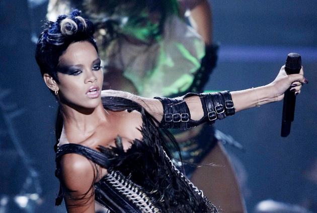 Rihanna's Disturbia Video with Lyrics