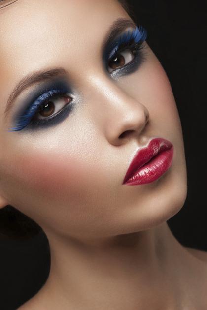 Smokey Blue Holiday Makeup