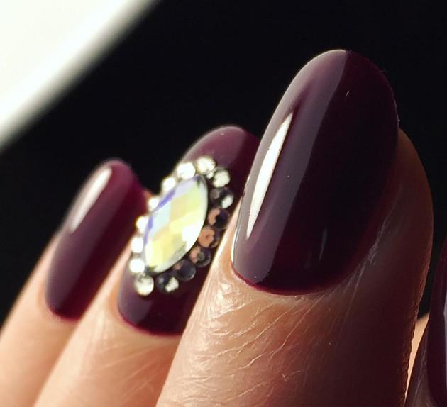 2020 Nail Trends: Coffin Nails, Glitter, Matte Nail Polish and More