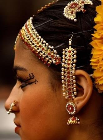 jhumka-with-ear-strand-design11