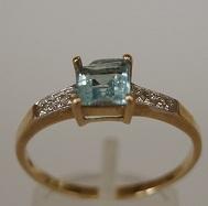 Ladies Ring Design In Gold
