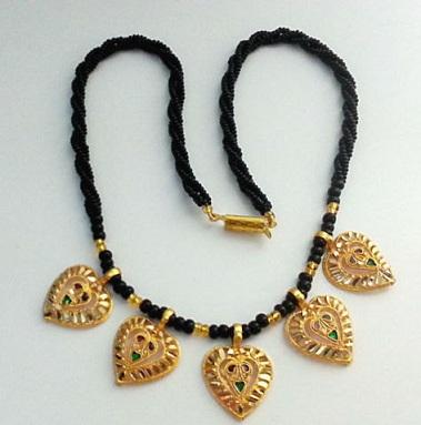 heart-pendant-mangalsutra-design-6