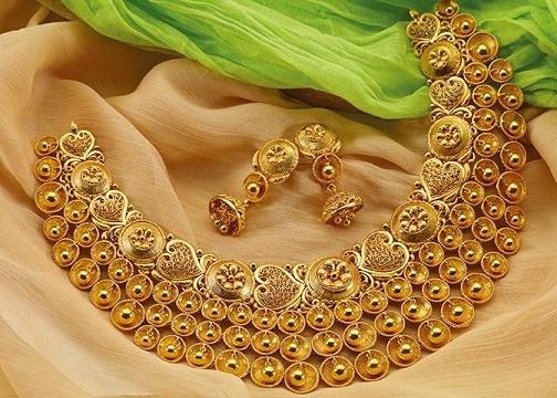 Baajirao Mastaani Gold Necklace Design