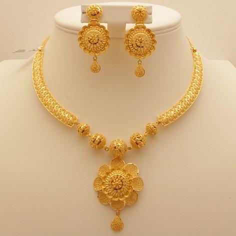 Flower Inspired Gold Necklace Design
