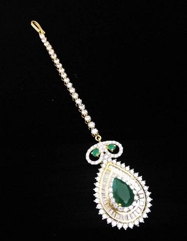 Diamond with Green Emerald MaangTikka