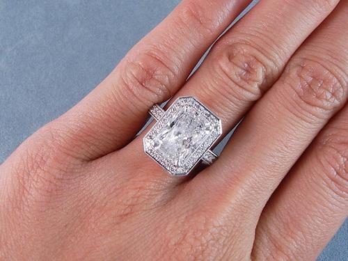 Radiant Cut 2-Carat Diamond Ring