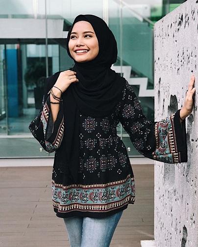 Casual Dark Turkish Hijab Style