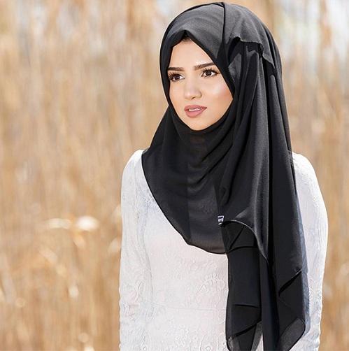 Side-Pinned Turkish Hijab Style