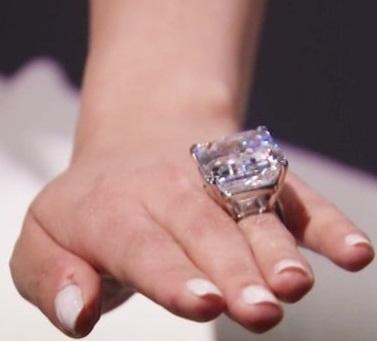 100 Carat Huge Diamond Ring