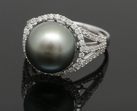 Tahitian Cultured Natural Pearl and Diamond Ring