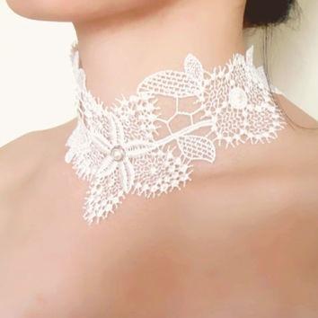 Floral lace choker