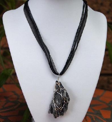 black-kyanite-necklace