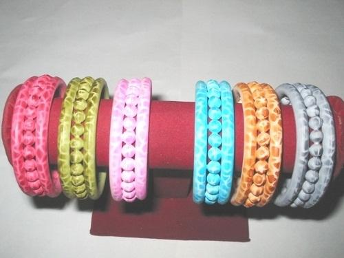 unique-handmade-plastic-bangles1