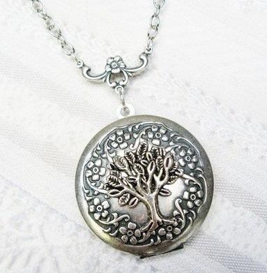 ancient-locket-silver